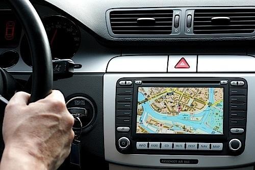 Telenav将Yelp引入联网汽车