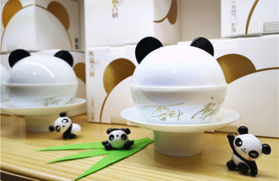 """""""熊猫盖碗"""" 一张能喝的成都城市名片"""