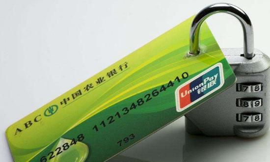 容易被忽视的支付安全 是信用卡背面的签名