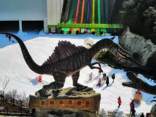 一夜推出巨型露天滑雪场 重庆景区奥陶纪造雪40天放大招
