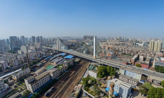 郑州正式迈入GDP万亿俱乐部,去年常住人口突破千万人