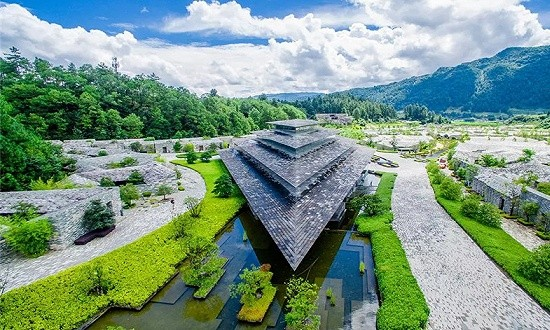 隈研吾在云南打造的石头温泉酒店被凯悦收了