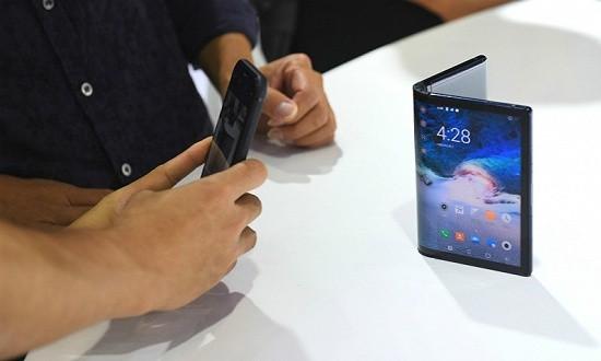 折叠屏手机元年:全球巨头齐竞速,普及尚待时日