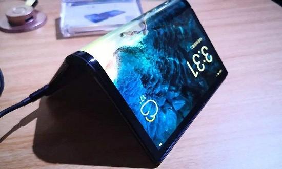 """逾20只概念股接连涨停,柔性屏是智能手机的""""救星""""吗?"""