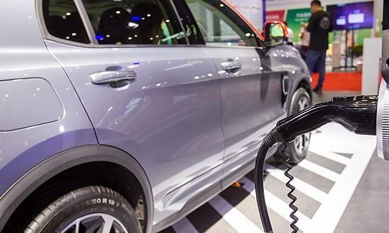 新能源补贴退坡引市场担忧,车企面临涨价与否难题
