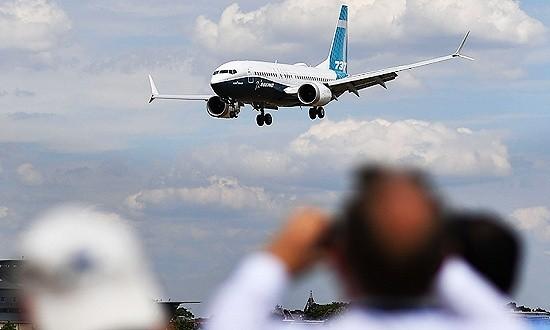 美西南航空一架波音737MAX飞机因引擎故障迫降
