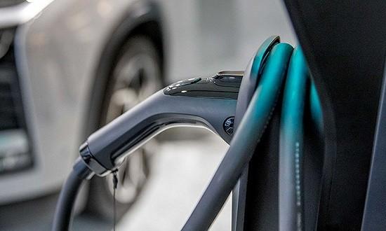 """新能源车企迎战补贴退坡: 谁为消失的""""补贴""""买单?"""