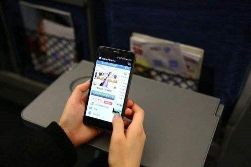 掌上高铁App上线新华社专题报道 在高铁上也可以观看国庆阅兵直播了!